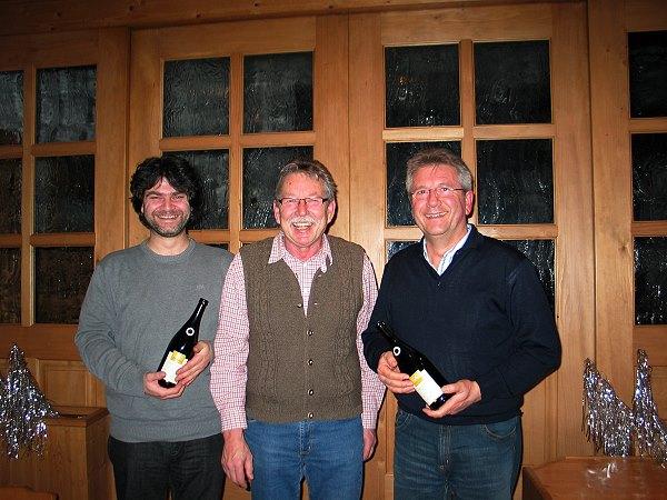 Adi Ottl dankte Stephan Loibl (links) und Bernd Grünleitner für die Erstellung der Vereins-Homepage
