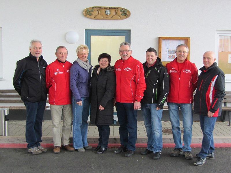 v.l. Helmut und Christine Gruber vom Opel Autohaus Gruber , Heidi und Sigi jun. und Sigi sen. von der Fahrschule Schnarr sowie  1. Vorstand Adi Ottl mit Vorstandskollegen